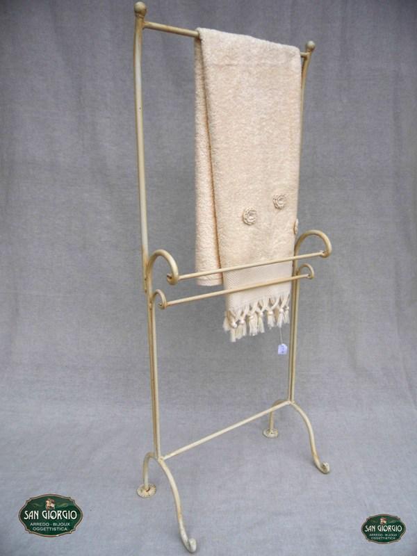 Porta asciugamano su due livelli modello altof0805 san giorgio - Bucare piastrelle bagno ...